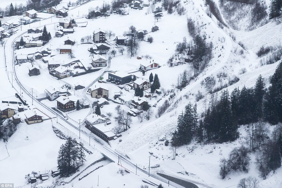 Застряли в зимнем раю: 13000 туристов оказались в ловушке на швейцарском горнолыжном курорте