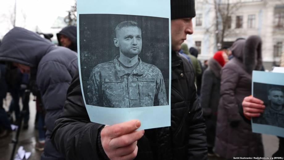 Фоторепортаж: под АП требуют увольнения главы Николаевской ОГА через смерть Волошина