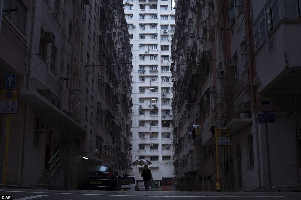 Эти дома как будто из другой вселенной по сравнению с тем, как живут богатые гонконгцы.