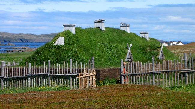 © wikipedia     Л'Анс-о-Медоуз (L'Anse aux Meadows)— древнее поселение викингов , постро