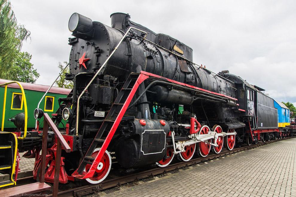 18. Паровоз Типа 0-5-0 серии Э Р №771-14. Построен в 1950 году на заводе Шкода в Брно.  Вес па
