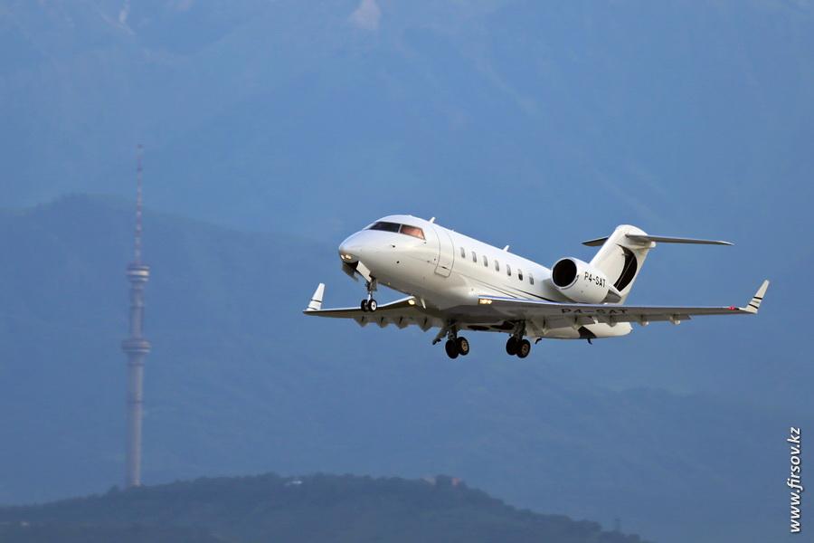 Challenger-605_P4-SAT_Air_Pilatus_10_ALA.JPG