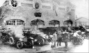 Гараж автомобильной техники завода. 1917