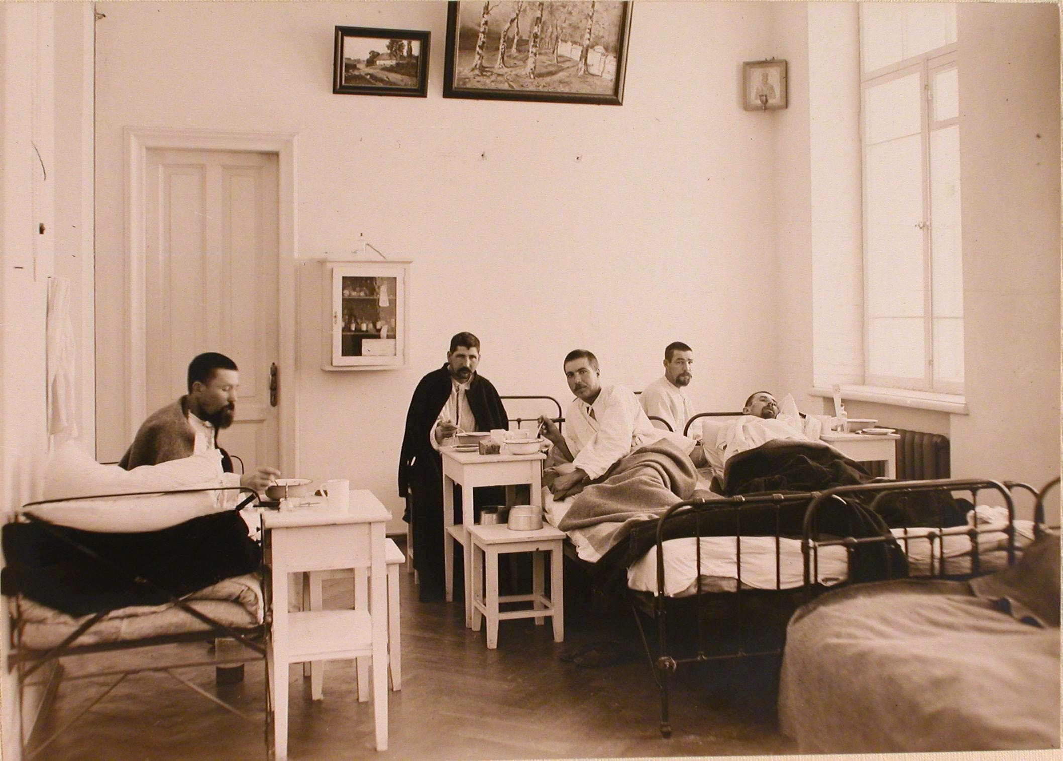 17. Раненые во время обеда в одной из палат госпиталя №7