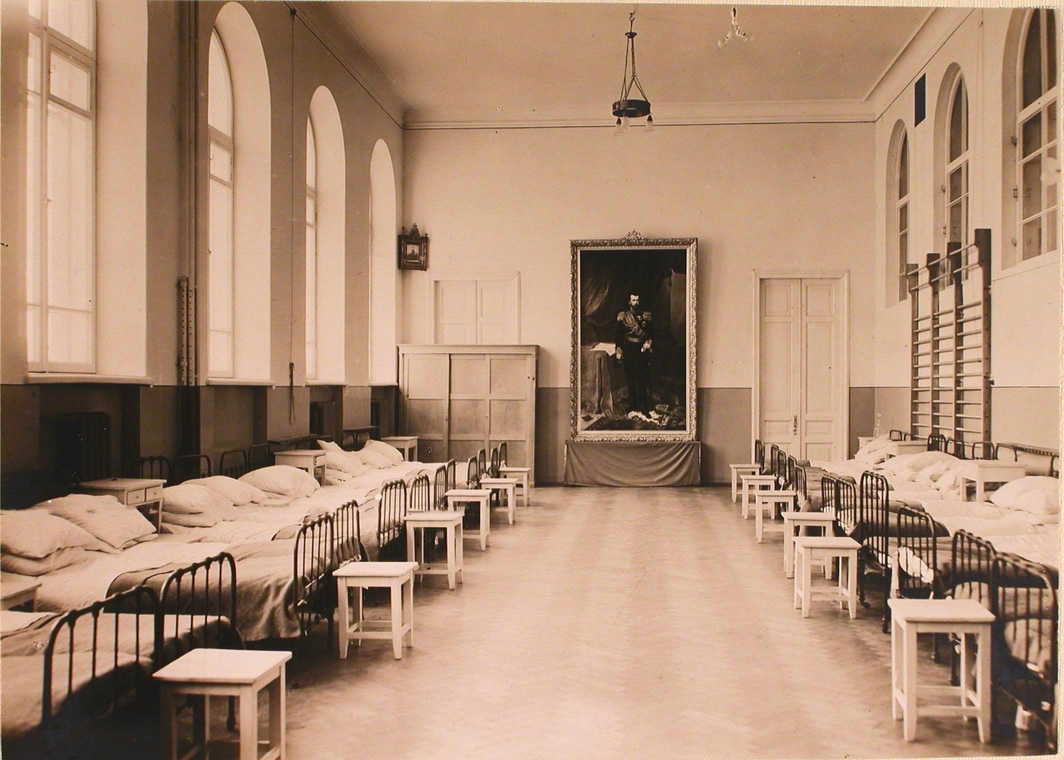 19. Общий вид одной из палат, госпиталя №7 организованной в гимнастическом зале