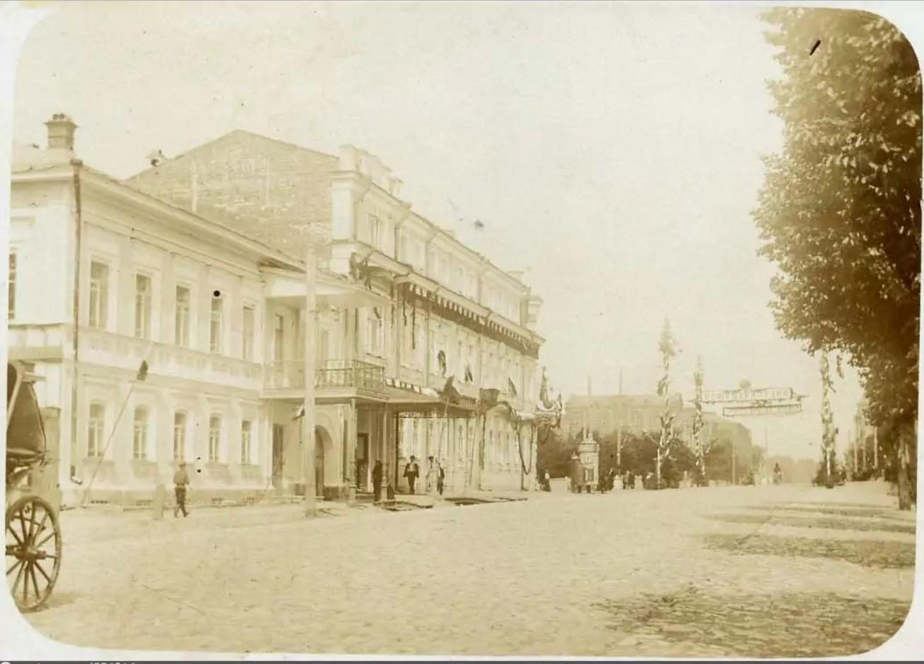 Дом Смышляева во время празднования 100-летия Бородинской битвы