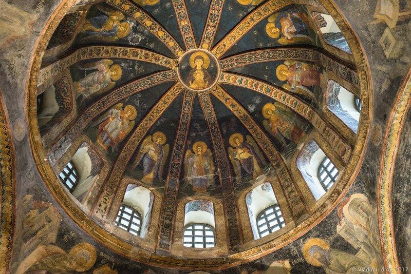 Богородица и двенадцать ангелов. Мозаики и фрески монастыря Хора. Церковь Христа Спасителя в Полях.