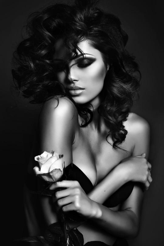 черно белые фото девушки