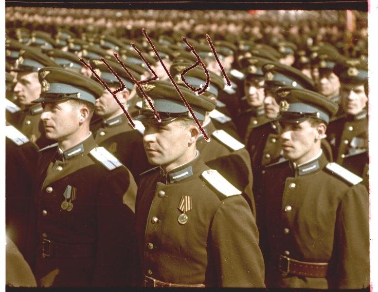 Первомайская демонстрация 1947 г. в Москве. Владислав Микоша5.jpg