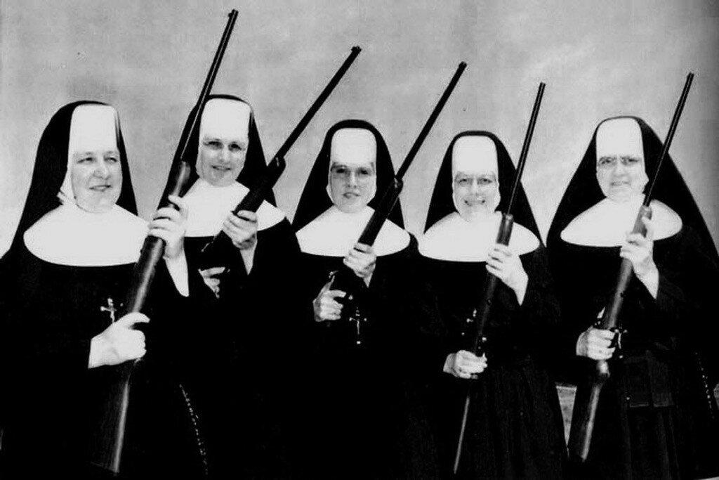 Монахини с оружием
