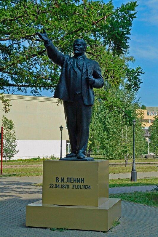 Памятник В. И. Ленину в сквере ОКБ