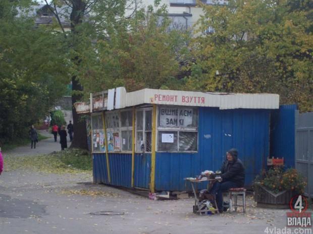 Пришел за ботинками, а ушел с синяками: В Киеве сапожник избил клиента за жалобу на некачественный ремонт