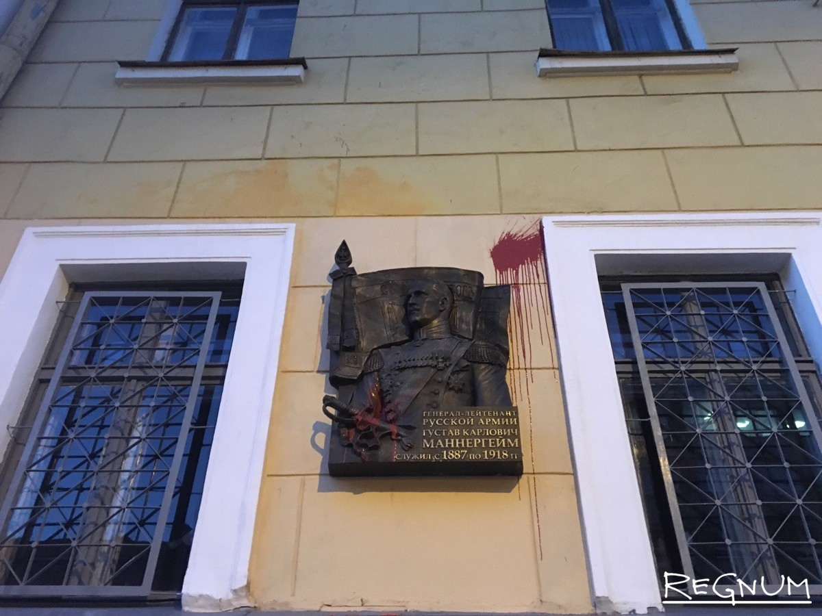 20160908_20-27-Доску Маннергейма в Петербурге вновь облили краской-pic3