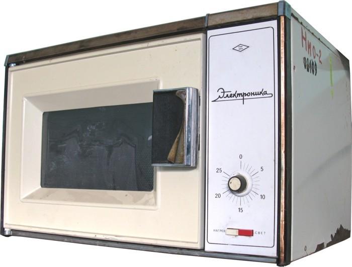 Первые прототипы микроволновки появились в СССР еще в 1941 году, но война на десятилетия отсрочила с