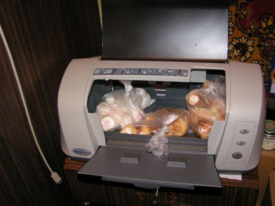 6. Старый принтер сам так и просится стать новым вариантов старой «советской» хлебницы. Ну очень уж