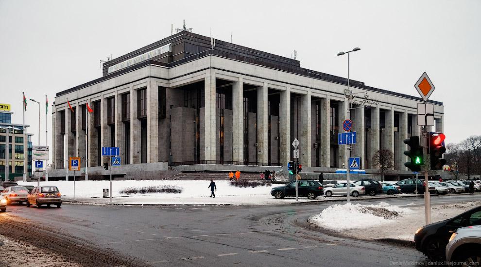 4. Понятно, что, как и везде, напыщенно выглядят только правительственные здания и государствен