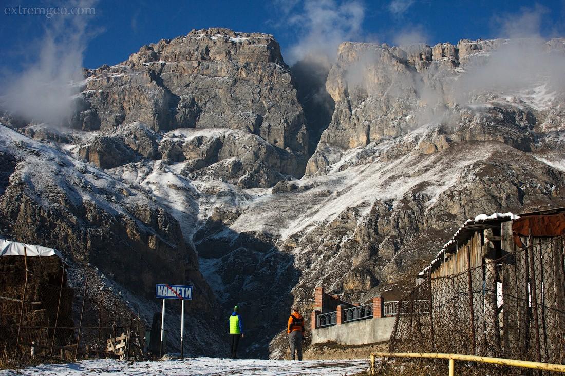 3. Гора Мят-Лоам, первая скала, с которой был совершен прыжок в Ингушетии, в феврале 2013 года, бейс