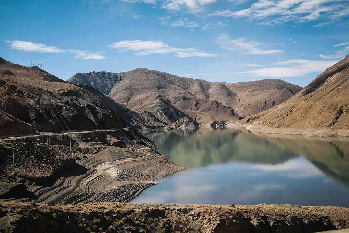 11. Это не озеро, как может показаться, а водохранилище. Но в любом случае – один из самых живописны