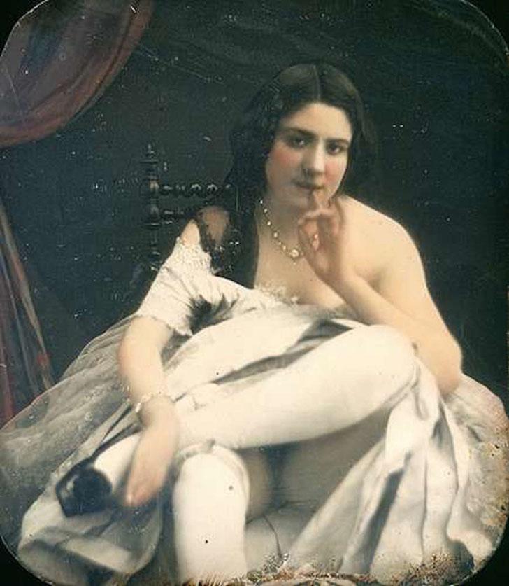 «Обнаженная в белых чулках и с пальцем во рту», около 1850 года.