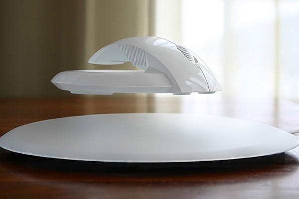 В противовес обычным компьютерным мышкам, которыми нужно водить по столешнице или специальному коври