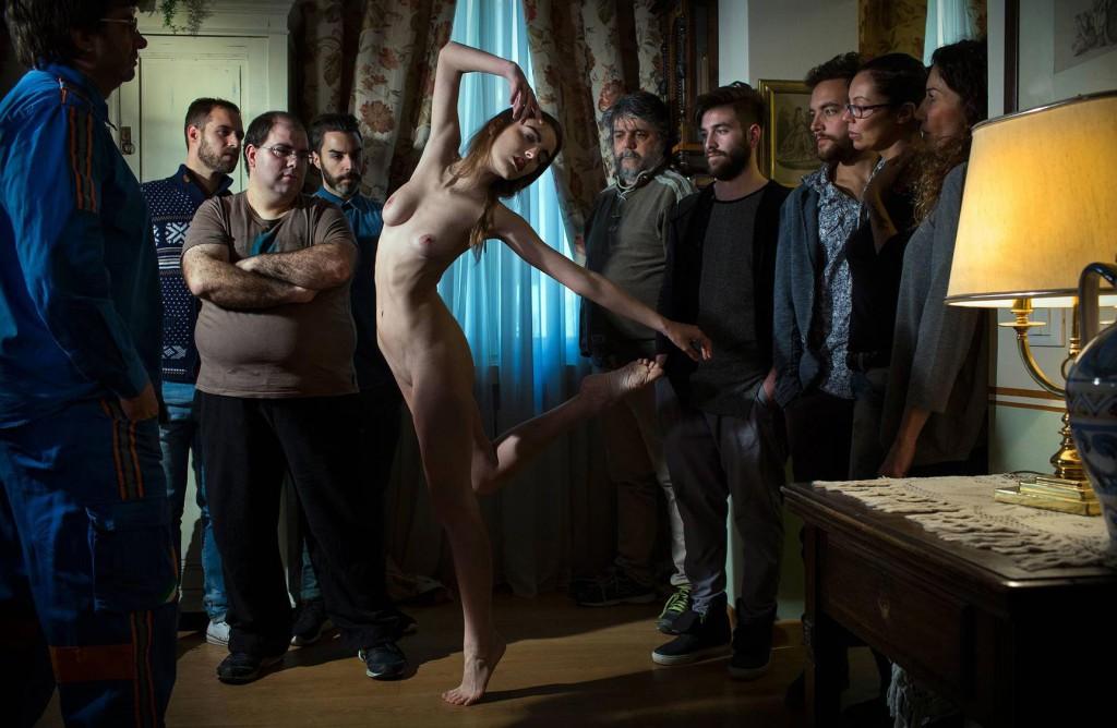 Голая правда: как девушки выставляют себя напоказ в соцсетях (12 фото) 18+