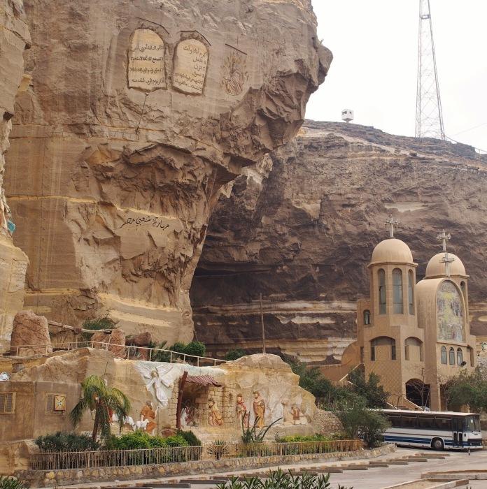 Вторая власть – самопровозглашенный мэр Заббалина по имени Шехато Эль Магадиз. На границе между Каир