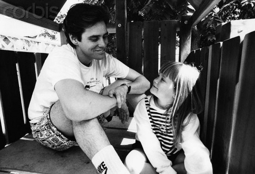 © lifepic  Джим Керри сосвоей дочерью Джейн Керри, 1991г.