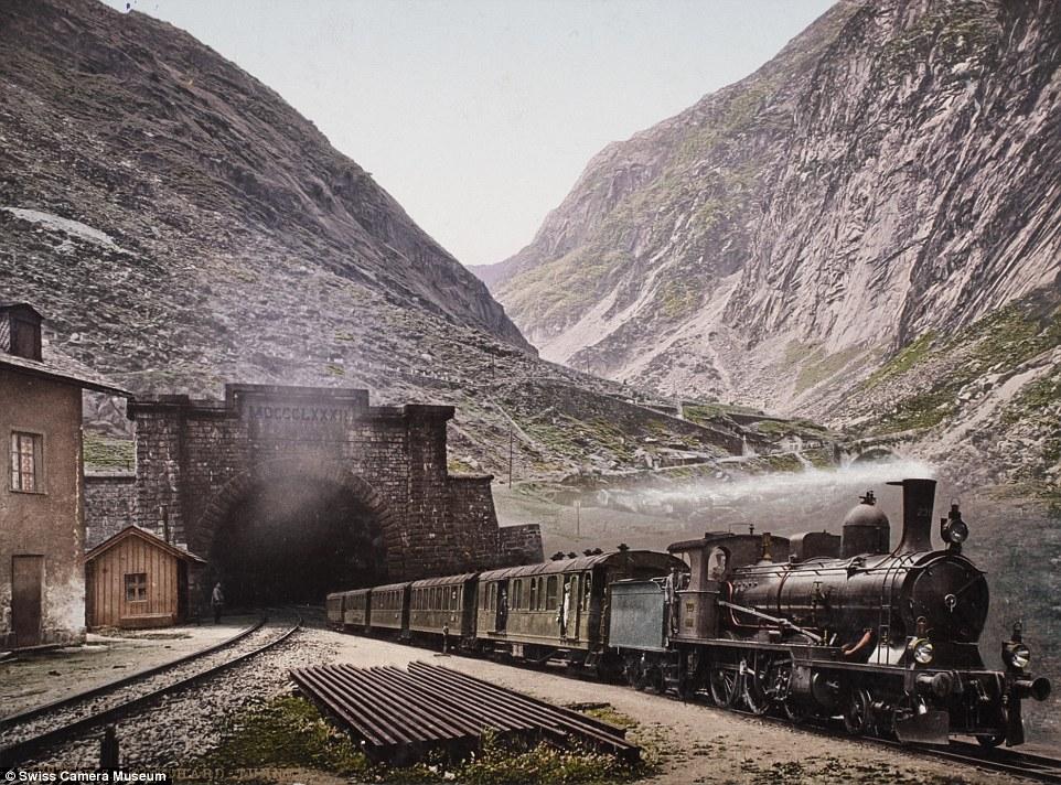 Поезд выезжает из туннеля, Швейцария, март 1901-го.