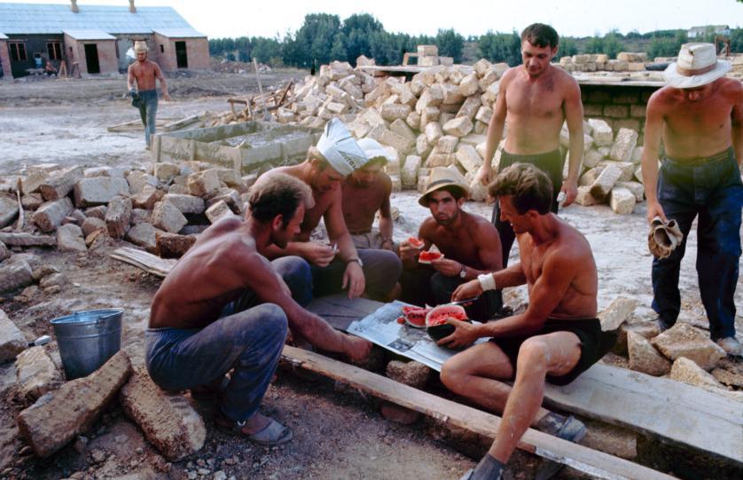 Свежие арбузы — обязательная часть летнего рациона советских людей. Фото: Билл Эппридж.
