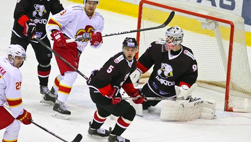 Хоккеисты «Трактора» победили «Салават Юлаев» вматче чемпионата КХЛ