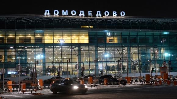 ВДомодедово самолет столкнулся спогрузчиком