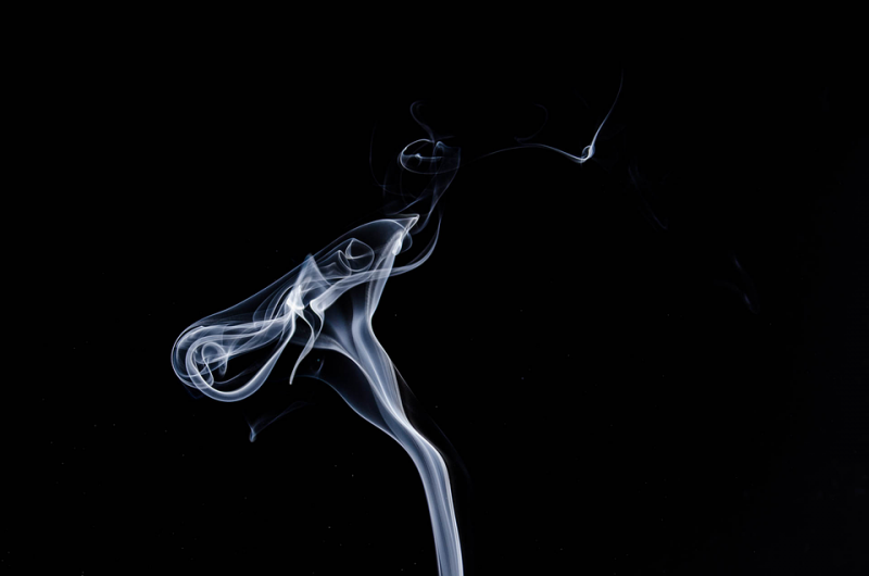 Большинство курильщиков— бедные люди