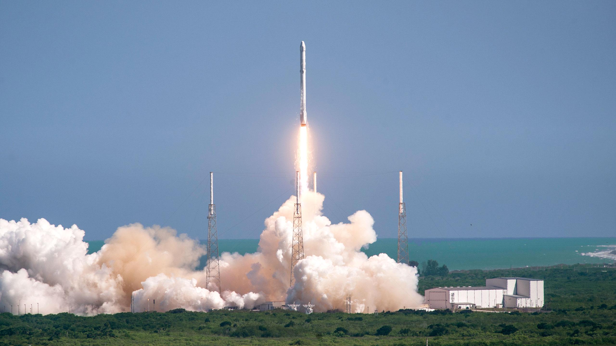 ЅрасеХ готовится кзапуску ракеты Falcon 9