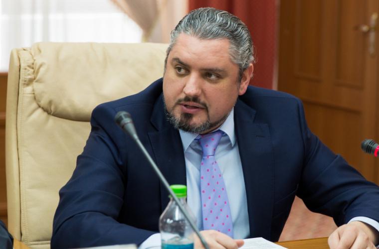 Народные избранники молдавского парламента настаивают наотставке руководителя МИД