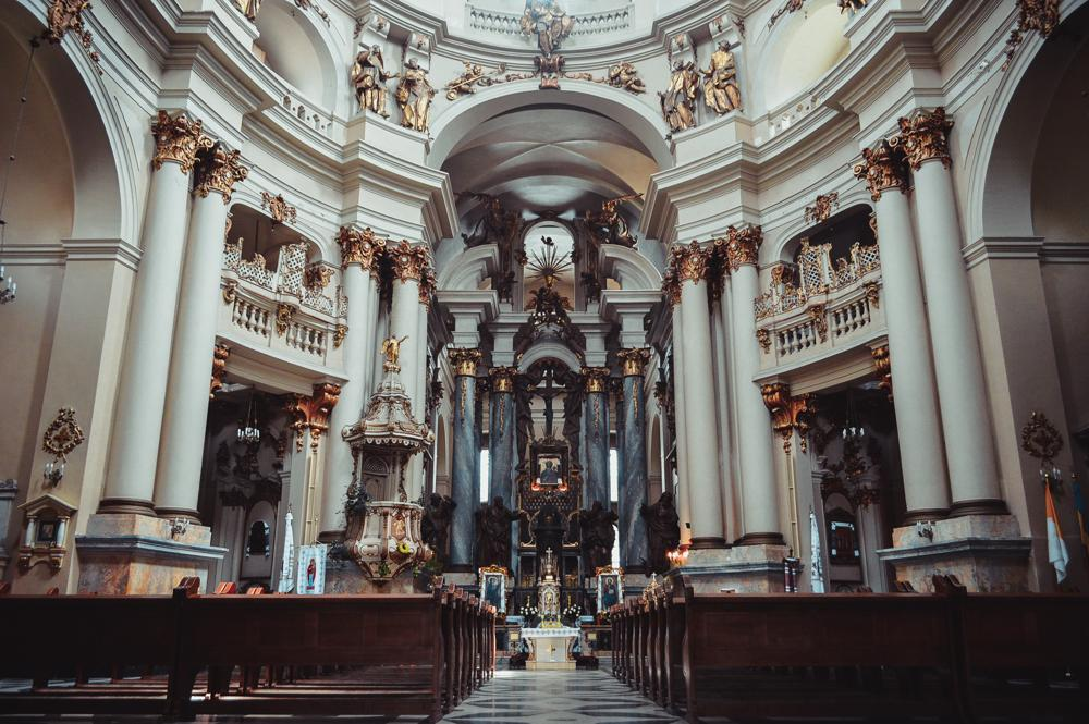 Церква (релігійна організація ібудівля)