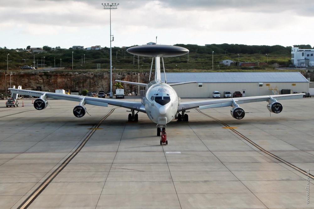 Boeing_E-3B_Sentry_76-1607_USAF_2_CUR_resize.jpg