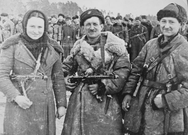 Бойцы 13-й Ленинградской партизанской бригады — семья Васильевых. 01.44.jpg