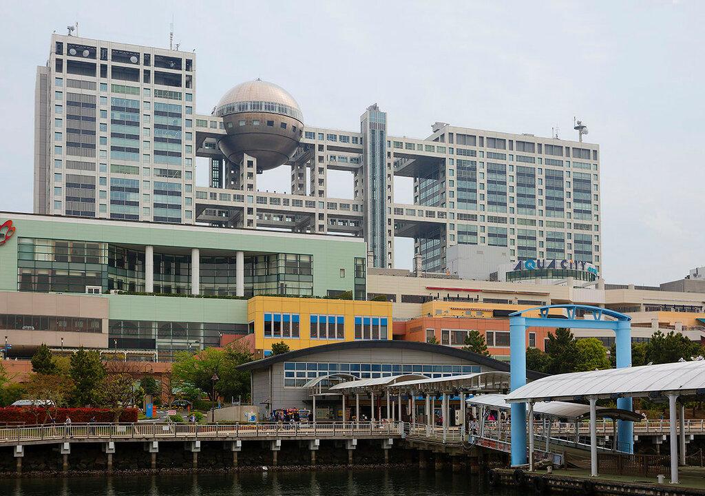 Токио. Остров Одайба. Телевизионное здание Fuji.