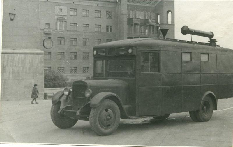600906 Автобус-баня, переданный ВЦСПС подшефной дивизии.jpg