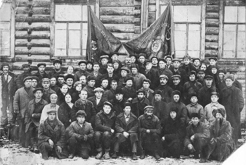 Рабочие Алтайского металлического завода.