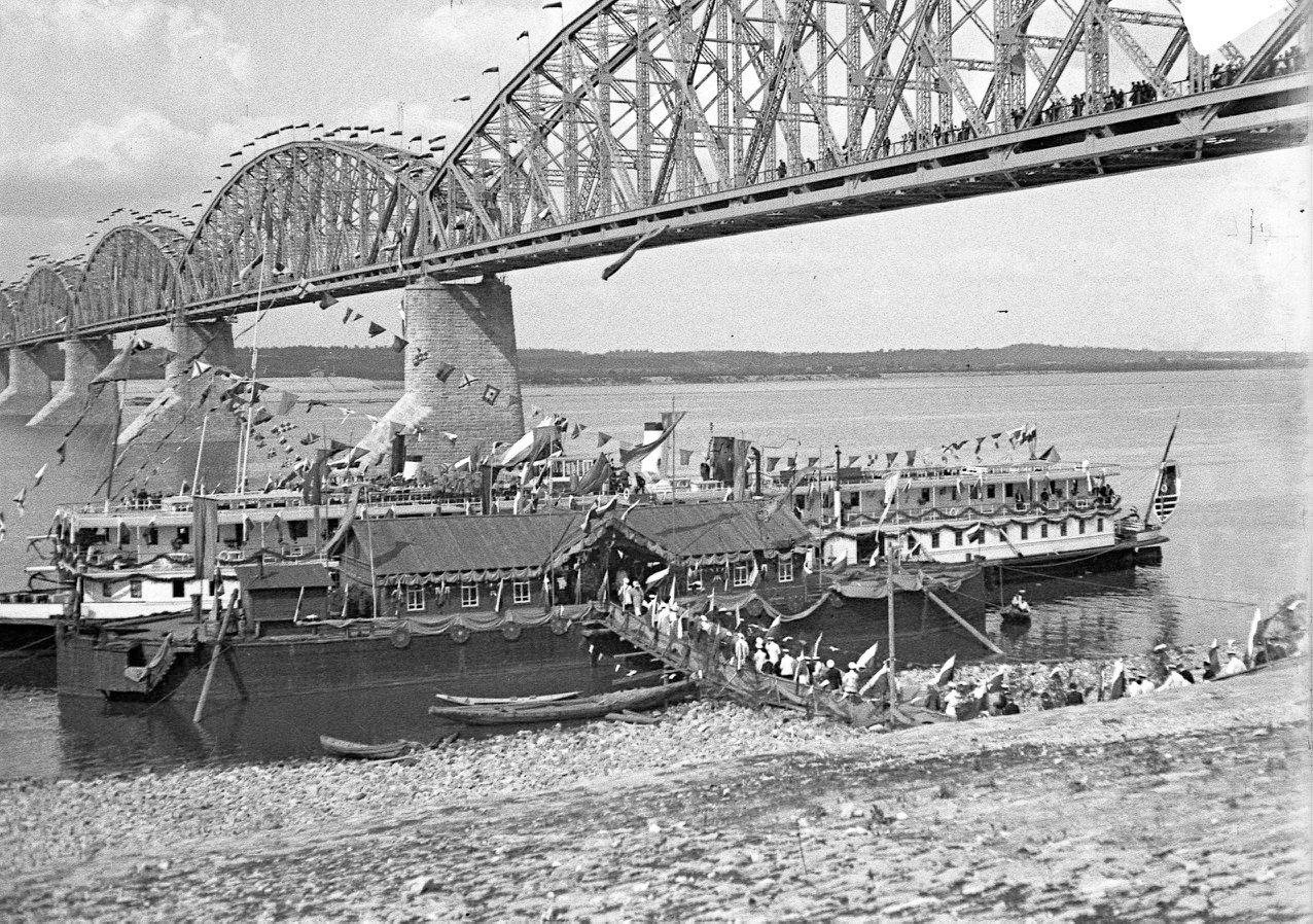 Открытие моста. Гости отправляются на речную прогулку