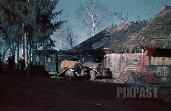 stock-photo-german-army-red-cross-ambulance-medial-doctors-russian-invasion-operation-barbarossa-1941-summer-russia-village--9812.jpg