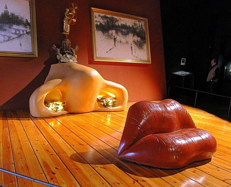 Фигерас. Музей Сальвадора Дали. Зал Мэй Уэст