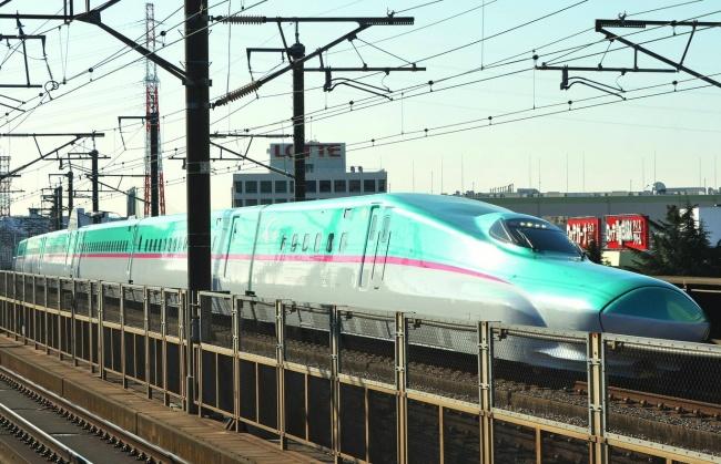 © imago stock&people/EAST NEWS  Поезда высокоскоростной линии «Синкансэн» незря называют пуля