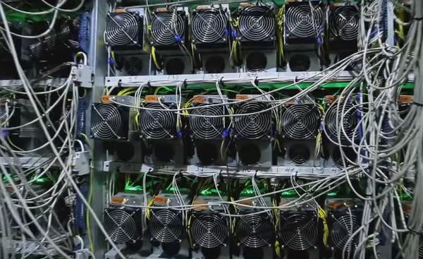 Более 3000 работающих майнеров ANTMINER S9, суммарная мощность хэштрования – 38 PH/S. Четыре специал