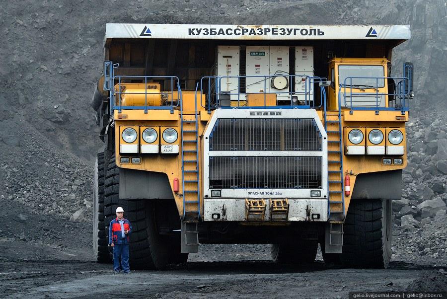 За одну поездку «БелАЗ-75600» способен вывезти до трех железнодорожных вагонов горной массы.