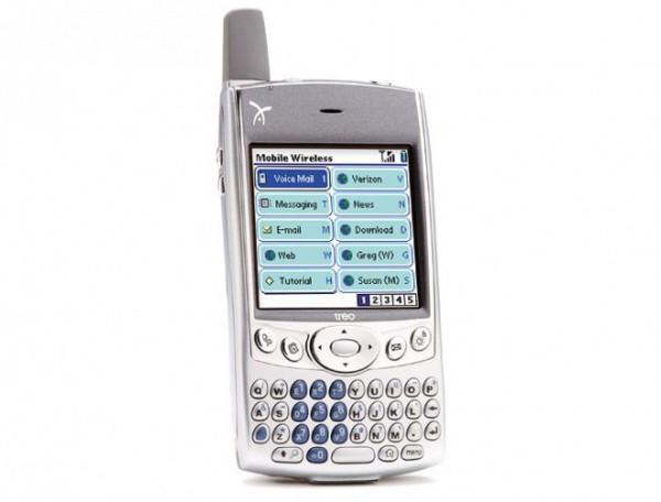 Игровой телефон: Nokia N-Gage (2003 год) Nokia предпринимала несколько попыток захватить умы мобильн
