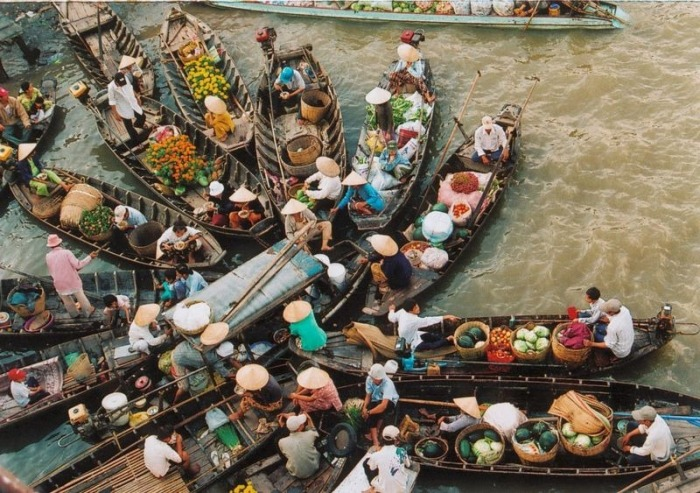 Плавучие рынки Азии: 10 колоритных фотографий