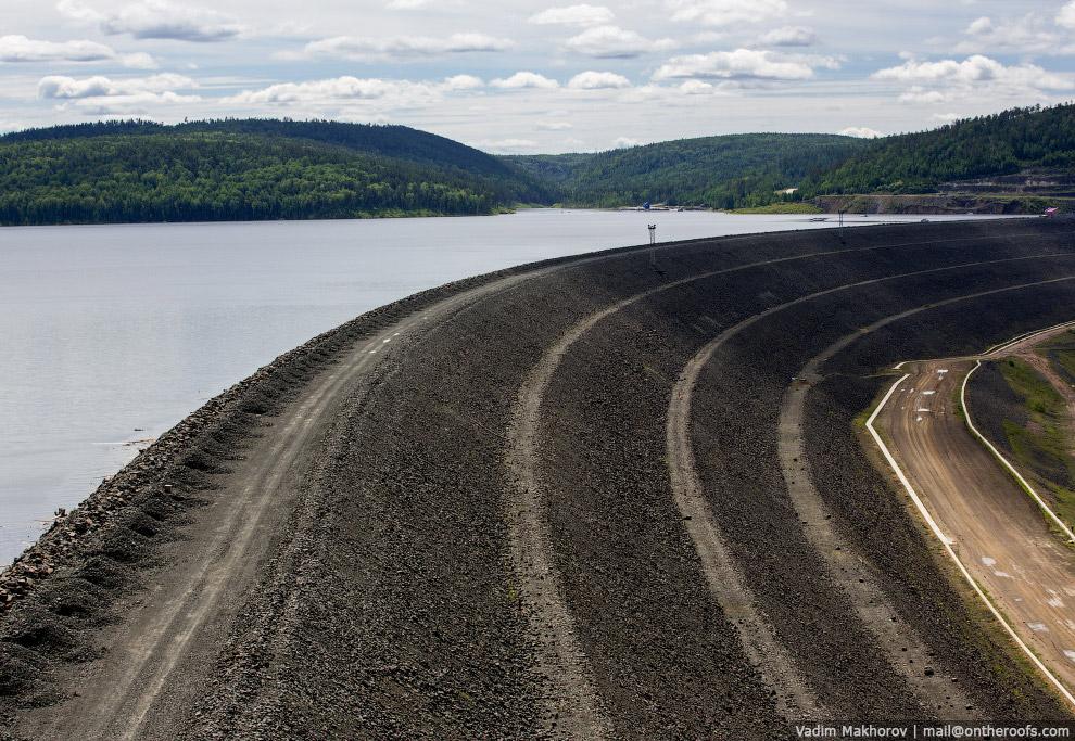 13. Общий объём грунта, необходимого для формирования каменно-набросной плотины, составляет око