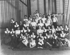 Группа членов Общества телесного воспитания Богатырь в спортивном зале. 1912